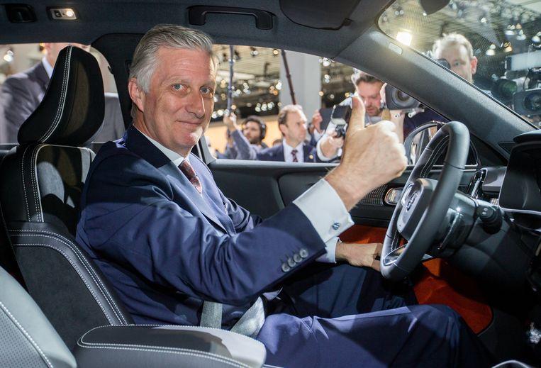 Koning Filip aan het stuur van de Volvo XC40 die in Gent wordt vervaardigd.