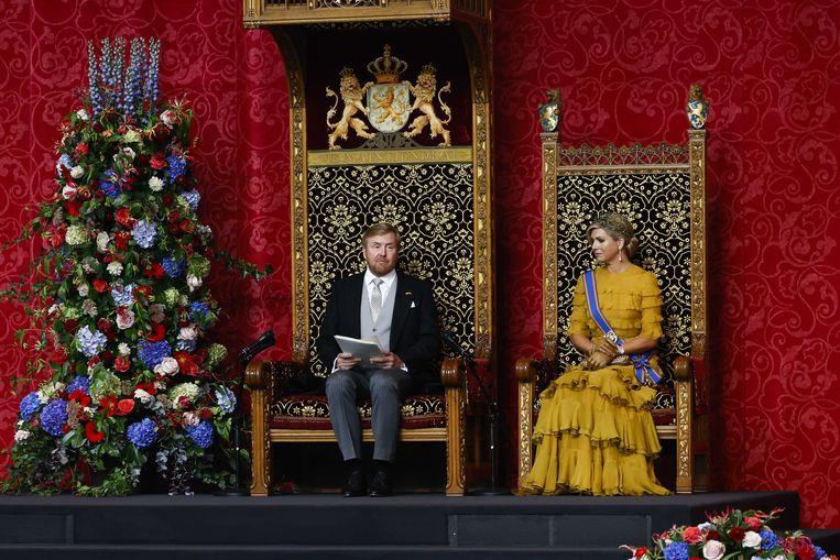 Koning Willem-Alexander leest, met aan zijn zijde koningin Maxima, de troonrede voor op Prinsjesdag aan leden van de Eerste en Tweede Kamer in de Grote Kerk.  Beeld ANP