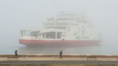 """Ferry ramt """"twee bootjes"""" voor kust van Engels eiland: """"Getuigen hoorden hulpgeroep"""", reddingsactie bezig"""