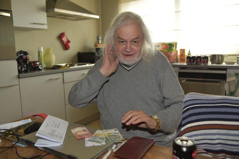 Jean-Pierre Van Rossem in zijn huisje in Kapelle-Op-Den-Bos.