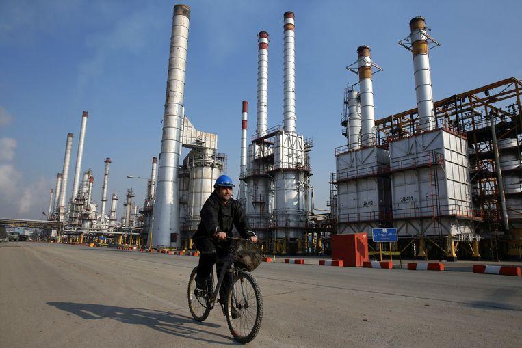 Een olieraffinaderij ten zuiden van Teheran.