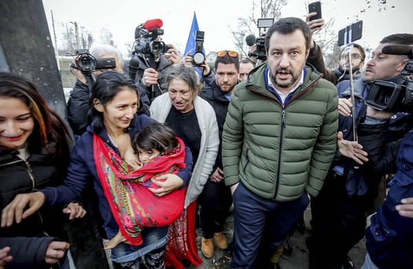 **Minister Salvini ontketent nieuwe migratierel: volkstellingen onder Roma en Sinti**