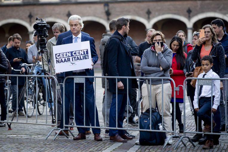 Geert Wilders (PVV) demonstreert tijdens de ontmoeting van premier Rutte met de Italiaanse premier Conte afgelopen 11 juli.  Beeld EPA