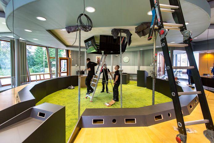 De vernieuwing van de Tielse raadszaal in 2017 waarbij onder meer een nieuw audio- en videosysteem werd aangelegd.
