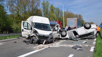 16 voertuigen betrokken bij zware crash