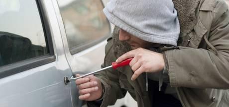 Gramsberger agent betrapt auto-inbrekers in vrije tijd