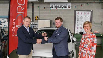 De Nayer ontvangt sleutels Hyundai Ioniq