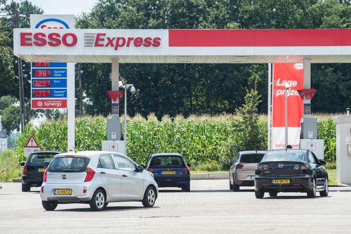 Nog even snel volgooien in Nederland, of mag je tanken over de grens?