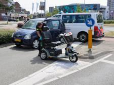 Vrouw in scootmobiel aangereden op rotonde in Veldhoven