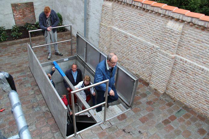 Bij de uitgang achter de Beeldentuin van Het Markiezenhof staat een luikwacht. Het hoort bij de veiligheidsmaatregelen maar slurpt veel mankracht weg bij SBM.