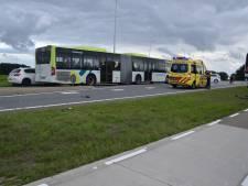 Fietser geschept door auto op kruispunt bij Steenwijk: gewond naar ziekenhuis
