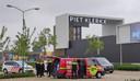 Het busje vol drugsvaten op de parkeerplaats van Piet Klerkx in Waalwijk.