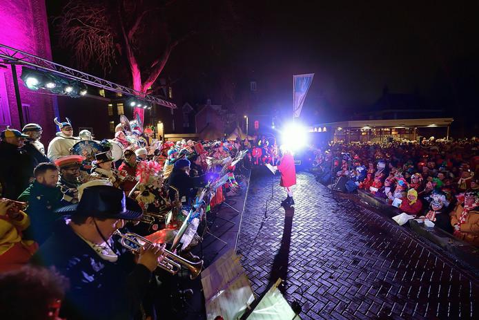 Het 'Konsert Vor de Moriaon op 't Pirresplein, oftewel Tongerloplein.