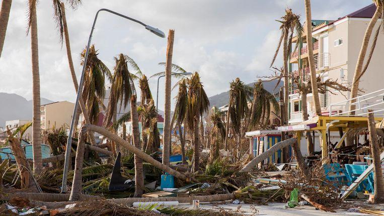 Een ravage in de straten van Philipsburg op Sint Maarten Beeld anp