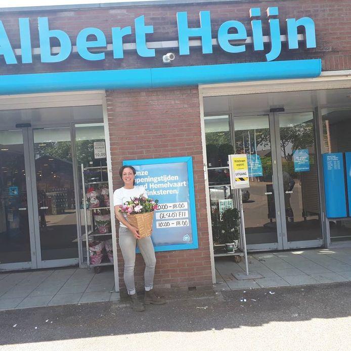 Mieke van den Hatert voor haar Albert Heijn in Millingen.