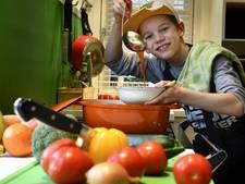 Hugo (9) neemt het in een kookwedstrijd op tegen volwassenen