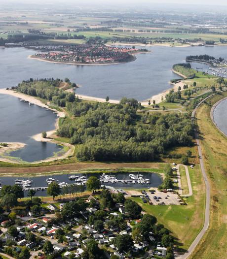 'Illegale poeplozing' door watersporters mogelijk oorzaak verontreiniging zwemwater Rhederlaag