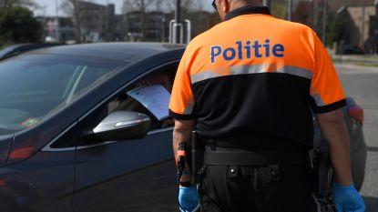 Agent verhindert dat dronken man achter stuur kruipt: als dank wordt hij in het gezicht gespuwd
