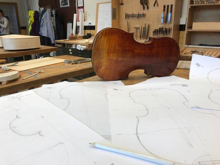 De Internationale Lutherie School Antwerpen (ILSA) leidt jongeren op tot professionele gitaar- en vioolbouwers.