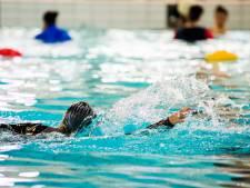 Dames duiken in het diepe: zwemles voor vrouwen bij de Warande Oosterhout