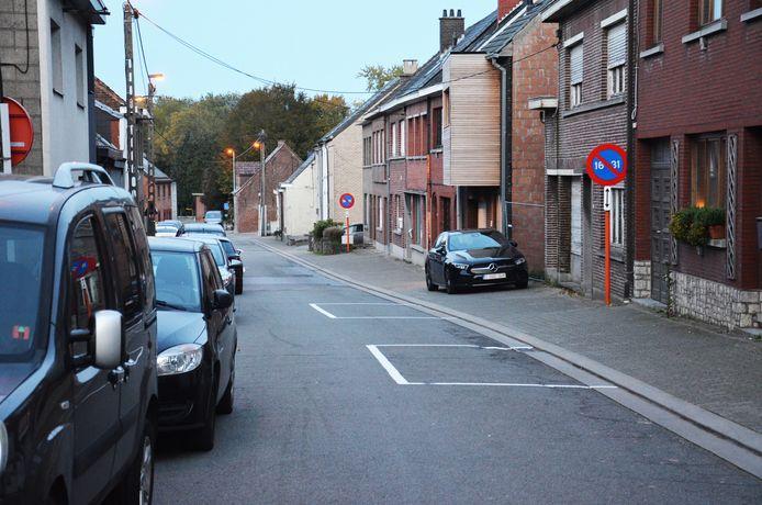 Er werden parkeervakken aangebracht in de Topmolenstraat/Bosstraat.
