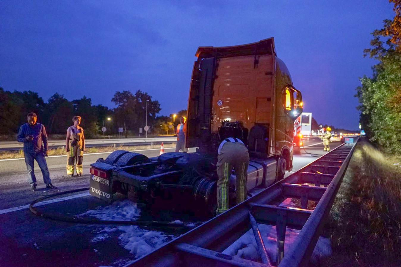 Vrachtwagenbrand op A2 bij Leende