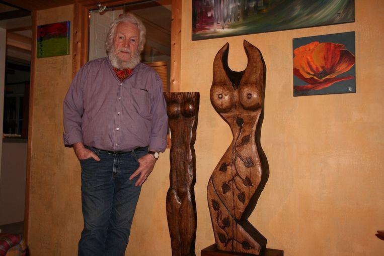 Francois Vannietvelt verwerkte de stammen van de omstreden gekapte lindebomen tot twee opvallende kunstwerken.