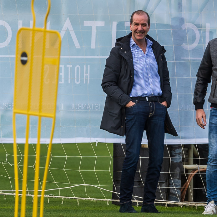 Algemeen Directeur van Go Ahead Eagles, Jan Willem van Dop is ook aanwezig bij dit trainingskamp.