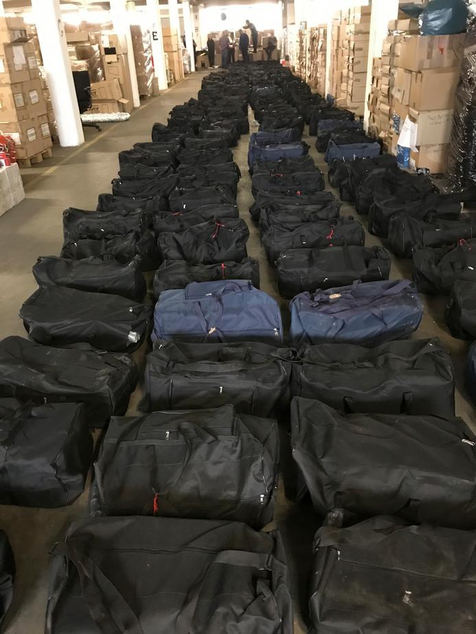 In juli onderschepte de douane in de haven van Hamburg maar liefst 4,5 ton cocaïne op een containerschip uit Uruguay. De drugs, met een geschatte straatwaarde van bijna een miljard euro, zaten verstopt in vier containers met sojabonen.