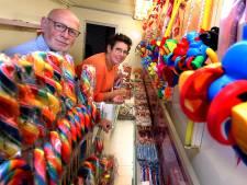 Tonnie en Lida zetten hun snoepkraam in de schuur: 'Bang dat het kermisseizoen nu al klaar is'