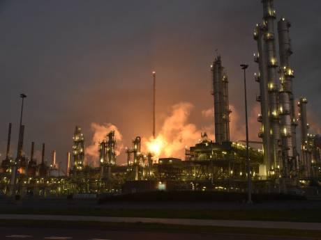Groot alarm Botlek door brand: meerdere havenbedrijven stilgelegd