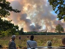 Vuur greep wild om zich heen op Gelderse heide: 12 blusauto's ingezet