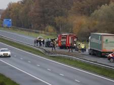 Busje belandt op zijn kant bij ongeluk op A73