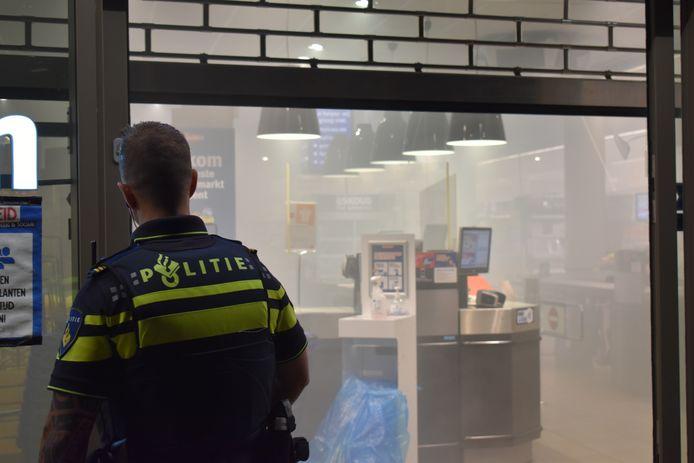 De Jan Linders aan de Frankrijkstraat in Nijmegen-Noord stond donderdagavond vol rook.