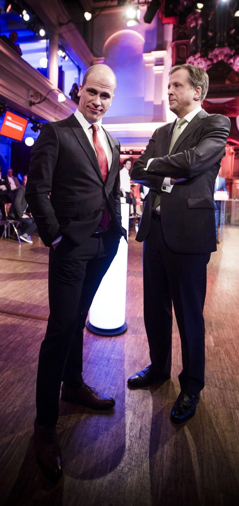 PvdA-leider Samsom en D66-fractievoorzitter Pechtold ontspannen even tijdens een reclameblok bij het RTL-verkiezingsdebat Beeld Freek van den Bergh