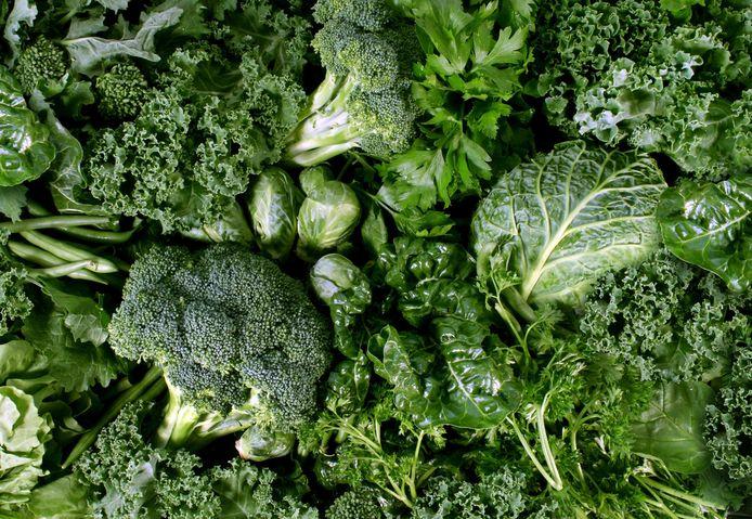 In groene groenten zoals spinazie, boerenkool en andijvie zit magnesium.