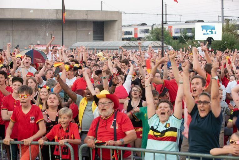 Vooral tijdens de historische wk-wedstrijd tegen Brazilië was er veel volk aan de Qubus in Oudenaarde.