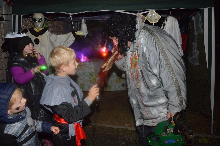 Kinderen verbazen zich over een kannibaal.