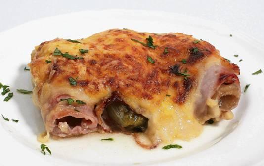 Witlof met ham en kaas, met spekjes of gewokt. Met witlof is van alles te doen.