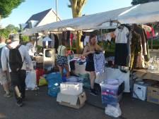 Koopjesjagers overspoelen Zomermarkt Overlangel