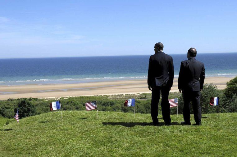 Obama en Hollande bij Omaha Beach. Beeld reuters