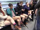 Ludieke actie: In je ondergoed in de metro