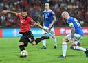 De nederlaag bij Albanië (4-2) heeft de kwalificatiekansen van IJsland een flinke knauw gegeven. Rechts aanvoerder Aron Gunnarsson.