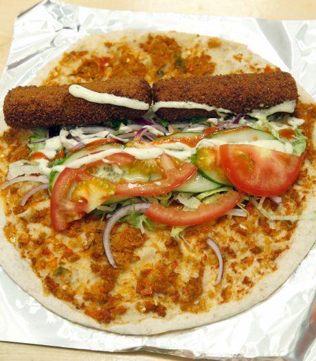 Turkse pizza met twee kroketten steeds populairder: 'Perfecte oplossing voor wie na tien uur nog wil snacken'