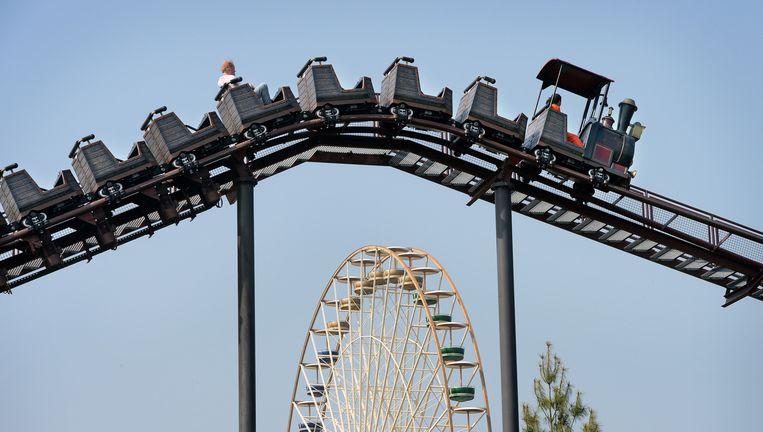 De achtbaan in het attractiepark Slagharen. Veel pretparken hebben het moeilijk. Beeld Marcel van den Bergh