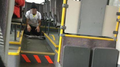 De Lijn onderzoekt klacht over biddende buschauffeur