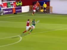 Ierse voetballer scoort vanuit eigen zestien