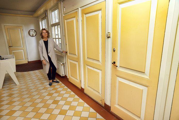 Pauline Bouvy in haar huis in Geervliet, waar ze als burgemeester weer uit 'moet'.