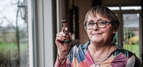Janny kreeg een dierbaar cadeau van Anke: 'Dood en geboorte geven de zandloper betekenis'