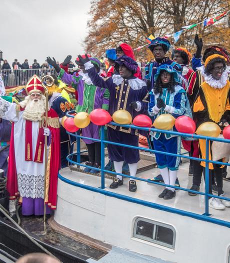 Sint trotseert kou en regen in Zwolle